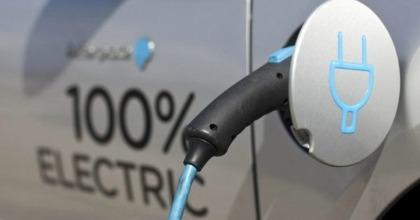 le auto elettriche e ibride faranno rumore
