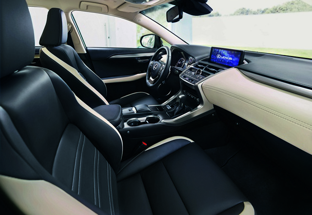 Interni di Lexus NX Hybrid Sport