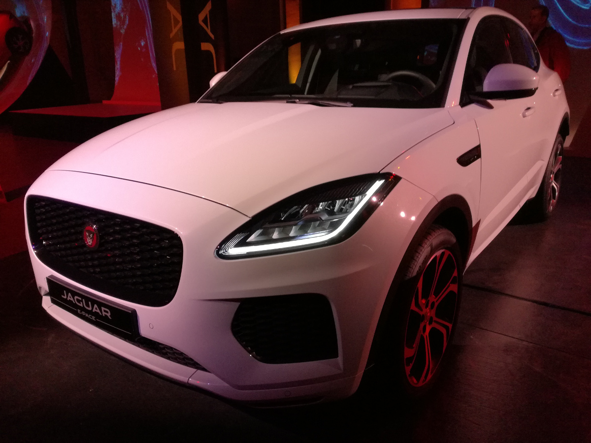jaguar e pace suv compatto per clienti business video. Black Bedroom Furniture Sets. Home Design Ideas