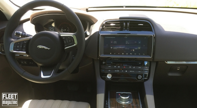 Jaguar F-Pace abitacolo