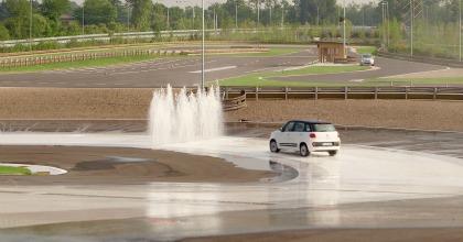 La Fiat 500L in azione al centro di guida sicura di Arese