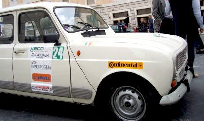 La Renault R4 Papamobile