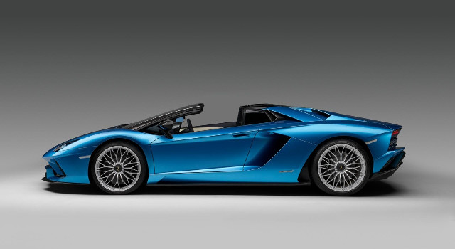 Lamborghini-Aventador-S-Roadster-fiancata
