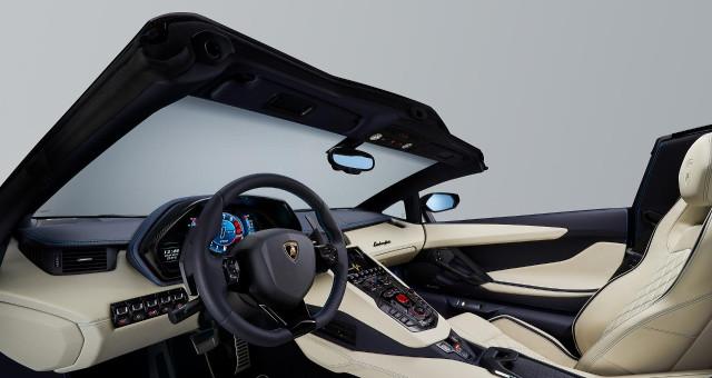 Lamborghini-Aventador-S-Roadster-interni