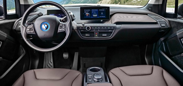 Nuova BMW i3 abitacolo