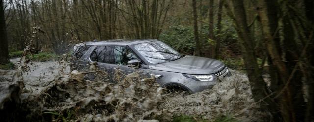 nuova Land Rover Discovery 2017 in azione