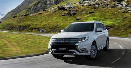 Nuova Mitsubishi Outlander PHEV 2018 su strada