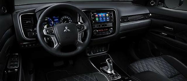 Nuova Mitsubishi Outlander PHEV 2018 abitacolo