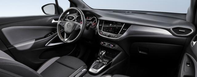 Nuova Opel Crossland X 2017 abitacolo