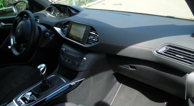 Nuova Peugeot 308 abitacolo