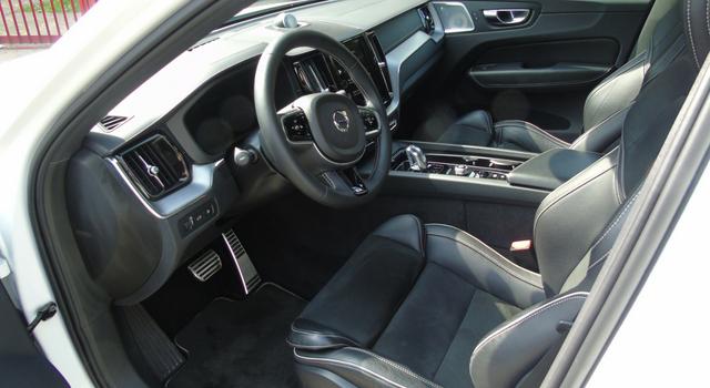 Nuova Volvo XC60 T8 Twin Engine interni