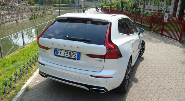 Nuova Volvo XC60 T8 Twin Engine ibrida