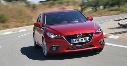 Nuova motorizzazione Mazda3 su strada