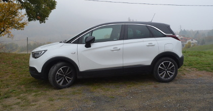 Opel Crossland X fiancata