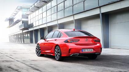 Opel Insignia GSi fiancata
