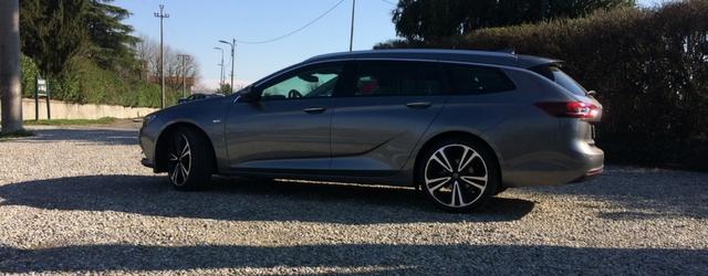 Opel Insignia Sports Tourer grigia