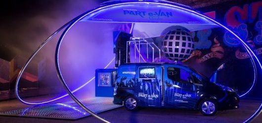 Nissan eNV200 trasformato in una discoteca mobile