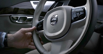 Pilot assist Volvo guida assistita