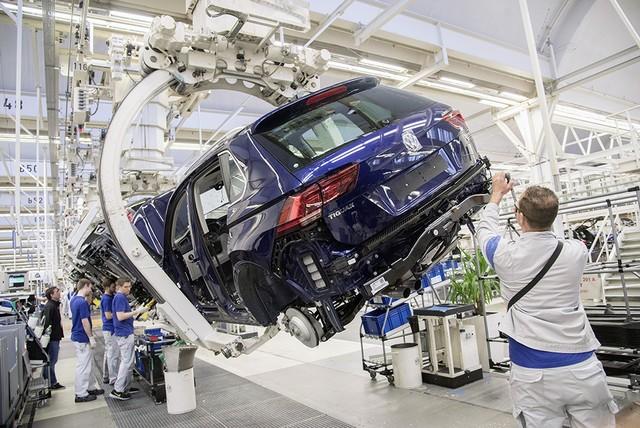 Volkswagen interrompe la produzione a Wolfsburg