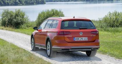 Prova Volkswagen Passat Alltrack su strada