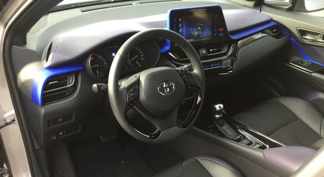 Prova nuova Toyota C-HR-interni