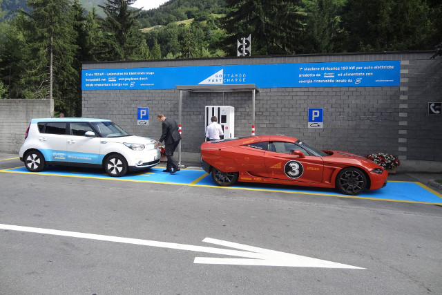 Auto elettriche ricarica superveloce