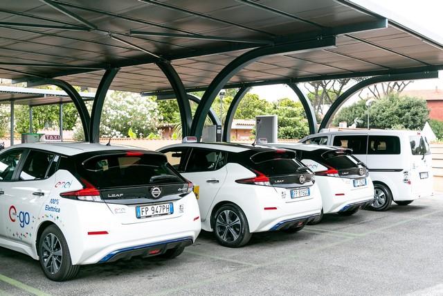 Taxi elettrici Nissan Leaf e Evalia