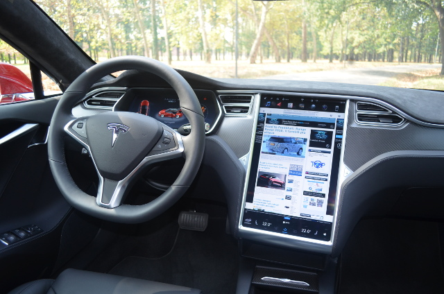 Tesla Model S 100d display touchscreen