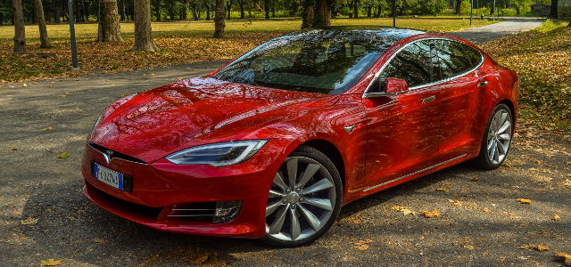 Tesla Model S 100d fiancata
