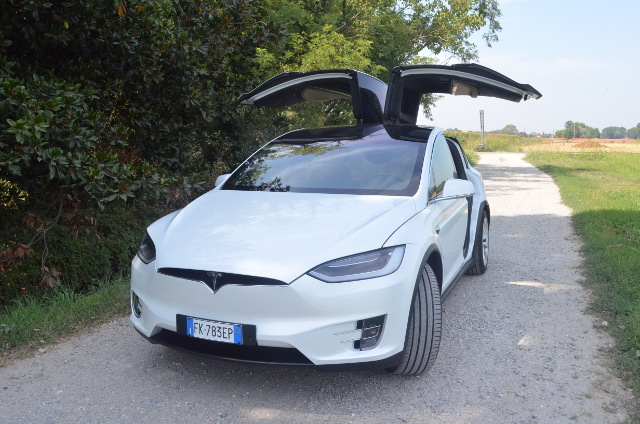 Tesla-Model-X-test-drive-falcon-wings