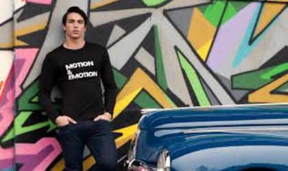 Una maglietta della Peugeot Collection