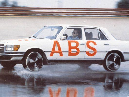 ABS i sistemi di assistenza alla guida compiono 40 anni