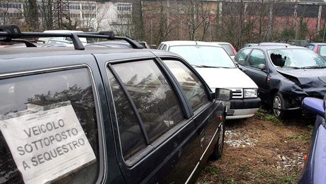 sequestro auto senza assicurazione