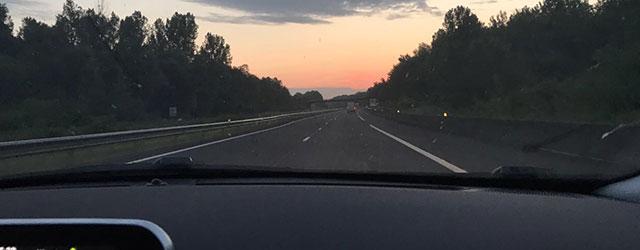 L'alba sull'autostrada francese