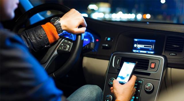 Cellulare alla guida codice della strada