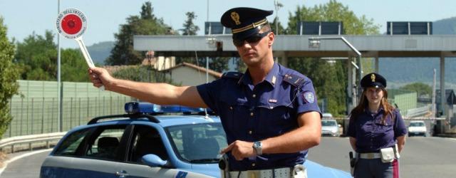 controllo Polizia tagliando assicurazione esposto