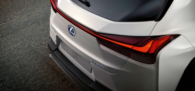 dimensioni nuova Lexus UX