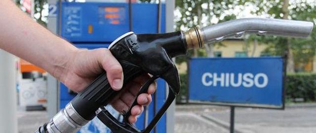 chiusura benzinai