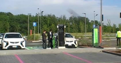 Una postazione per la ricarica di auto elettriche