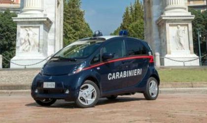 Mitsubishi i-Miev carabinieri
