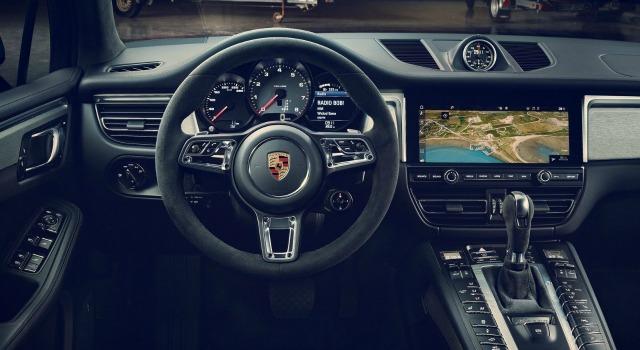 interni nuova Porsche Macan 2019