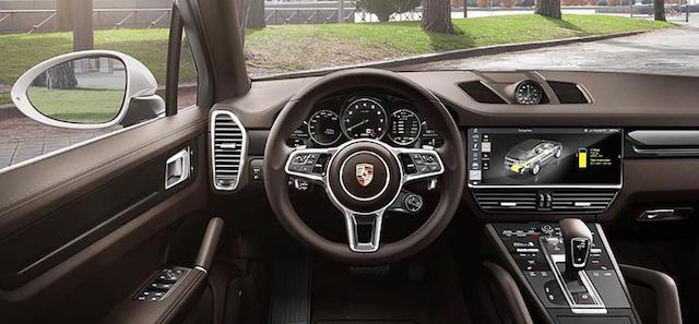 Gli interni della nuova Porsche Cayenne E-Hybrid