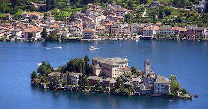 L'Isola di San Giulio, raggiungibile da Orta San Giulio