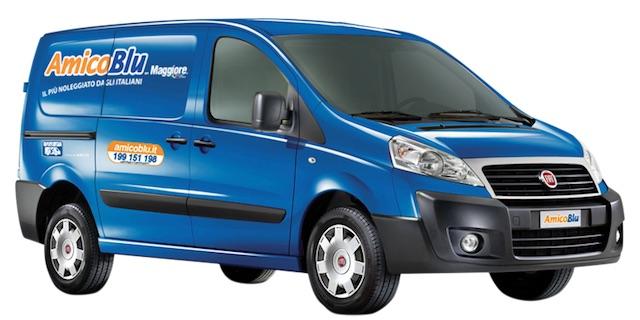 Fiat Scudo è uno dei modelli nel noleggio veicoli commerciali a marchio AmicoBlu
