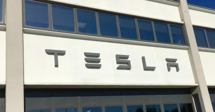 Inaugurato il nuovo service store Tesla di Milano