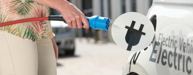 Ricarica auto elettriche e le alimentazioni alternative: wireless o liquida?
