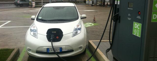 ricarica Nissan LEAF futuro auto elettriche