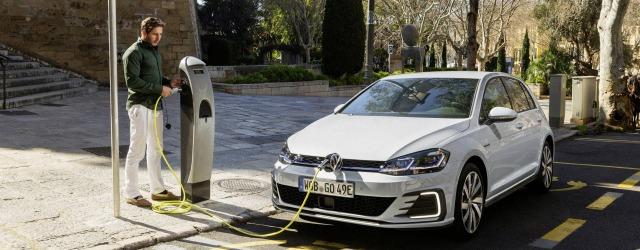 operazioni di ricarica per la Nuova Volkswagen Golf GTE