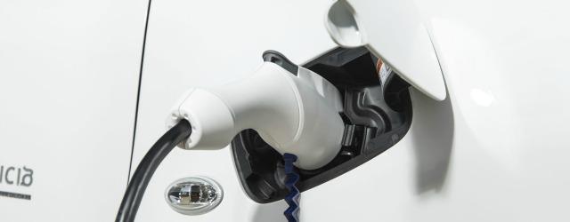 Operazione di ricarica per i veicoli commerciali elettrici Peugeot