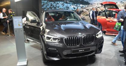 Salone di Ginevra 2018 nuova BMW X4 grigia
